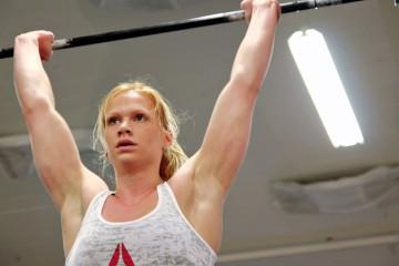 women-lifting-weights-Annie-Thorisdottir