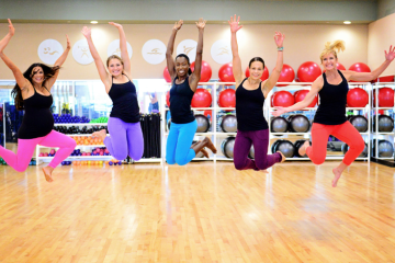 women-jumping-at-the-gym