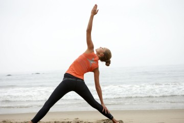 beach-yoga-women-sport