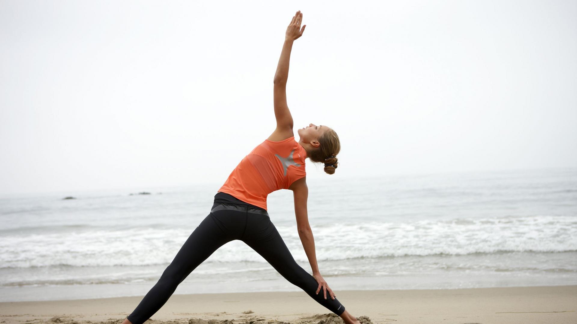 beach-yoga-women-sport