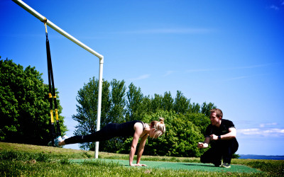 Personal trainer working with woman on her new year resolution