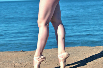 Dancer Legs - Flickr - torbackhopper