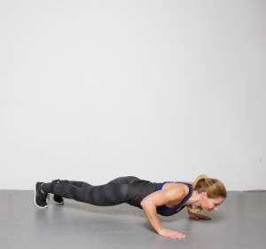 Fatima_workout_pushups_web-2